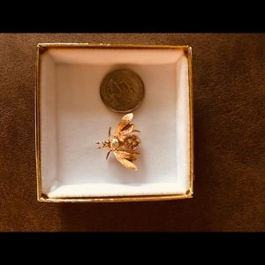 14kt yellow gold rare bee brooch